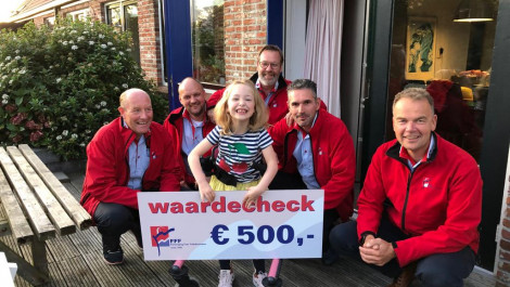 € 500,- gedoneerd voor 'This is Suze' tijdens Grouster Merke.
